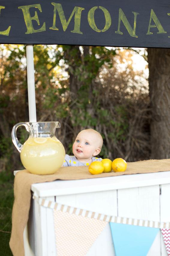 Pueblo Photographer Lemonade Stand mini sessions by K.D. Elise Photography