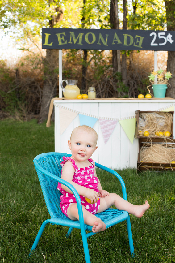 Childrens photographe'rs Canon City lemonade stand mini sessions