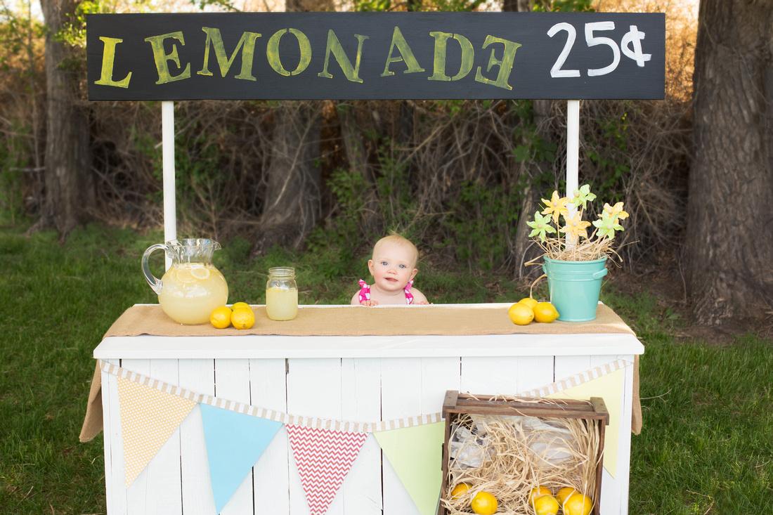 Pueblo Children's Photographer lemonade stand mini session.